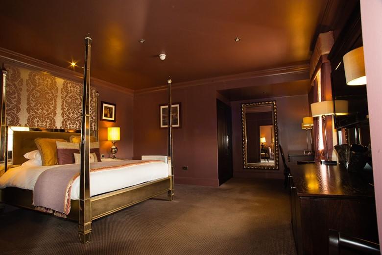 Honeymoon Suite Dumfries Arms Hotel